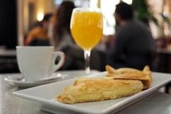 Cheese toastie with an orange juice and a café con leche at Café Barbieri.
